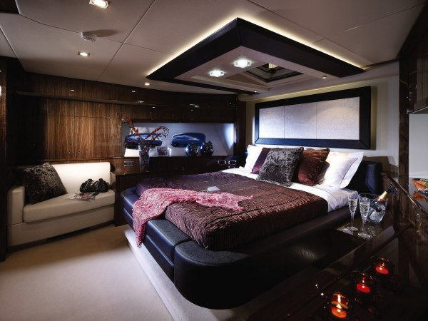 20-Leather-bed-600x450