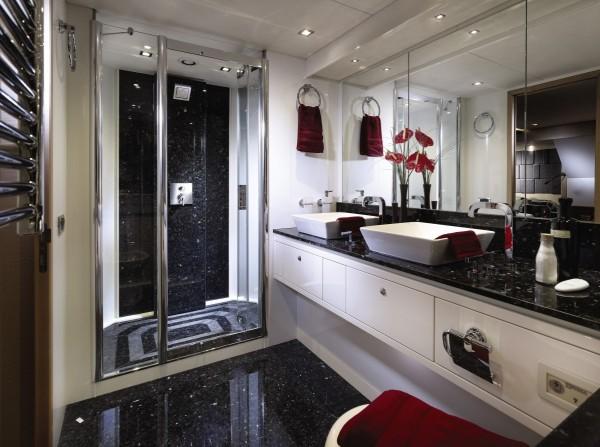 21-White-bathroom-vanity-600x447