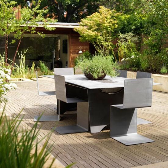 Small-garden---barbecue-table