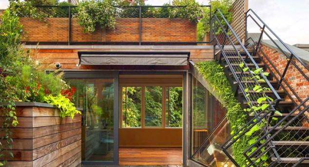 Interiorul+este+de+asemenea+amenajat+cu+mult+lemn+pentru+a+crea+omogenitatea+mult+dorita+dintre+spatiul+exterior+si+cel+interior._11800